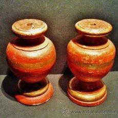 Antigüedades: MAGNÍFICA PAREJA DE COPAS DE MADERA TALLADA, PINTADA Y DORADA, S. XVII. IDEAL PARA HACER LÁMPARAS.. Lote 41255000