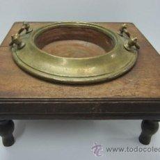 Antigüedades: ANTIGUO BRASERO DE COBRE Y LATON CON BASE DE MADERA. Lote 41260827
