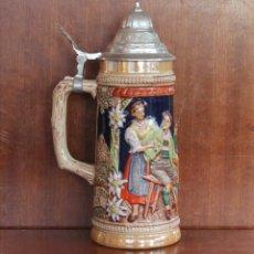 Antigüedades: JARRA DE CERVEZA DE CERAMICA O PORCELANA ALEMANIA CON TAPADERA DE ESTAÑO – MARCA EN LA BASE VER FOTO. Lote 41301594