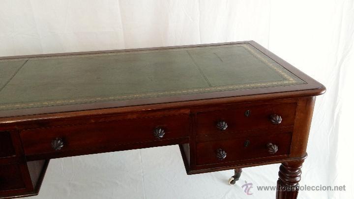 escritorio de madera con las patas con ruedas con soporte de bronce antigedades muebles