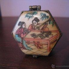 Antigüedades: CAJA JOYERO FABRICADA EN HUESO Y PINTADA A MANO. Lote 41315131