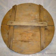 Antigüedades: ANTIGUA TAPADERA EN MADERA, UTILIZADA PARA TAPAR LAS TINAJAS. Lote 41327677
