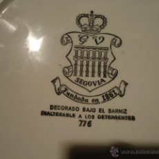 Antigüedades: LOTE 2 PLATOS Y BANDEJA CERAMICA GV SEGOVIA CON NUMERO DE SERIE 776 Y 7610 VE FOTOS. Lote 41354660