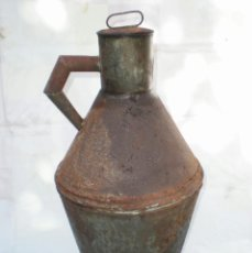 Antigüedades: CÁNTARO-VASIJA DE HOJALATA PARA ALMACENAR ACEITE, CON TAPADERA Y UN ASA, ALTURA 62 CM.. Lote 41391534