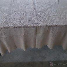 Antigüedades: TAPETE DE GANCHILLO BEIGE.. Lote 41407385