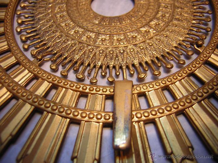 Antigüedades: FIGURA METALICA DE LA VIRGEN DEL PILAR - PEANA DE MÁRMOL - 30CM - Foto 3 - 188451702