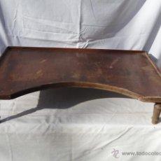 Antigüedades: ANTIGUA BANDEJA DE SERVICIO DE CAMA DE MADERA.. Lote 41445276
