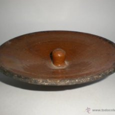 Antigüedades: TAPADERA DE BARRO VIDRIADO PARA OLLA ANTIGUA, 15 CM. DIÁMETRO. Lote 41453916