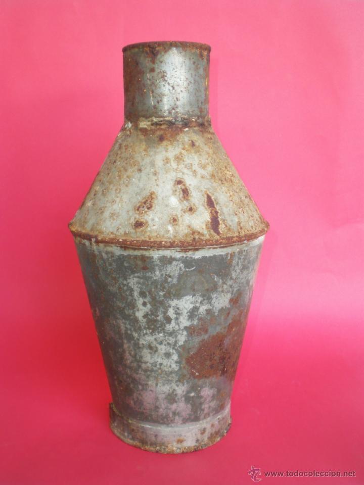 ANTIGUA VASIJA-CÁNTARO DE HOJALATA PARA ALMACENAR ACEITE, ALTURA 31 CM. (Antigüedades - Técnicas - Rústicas - Utensilios del Hogar)