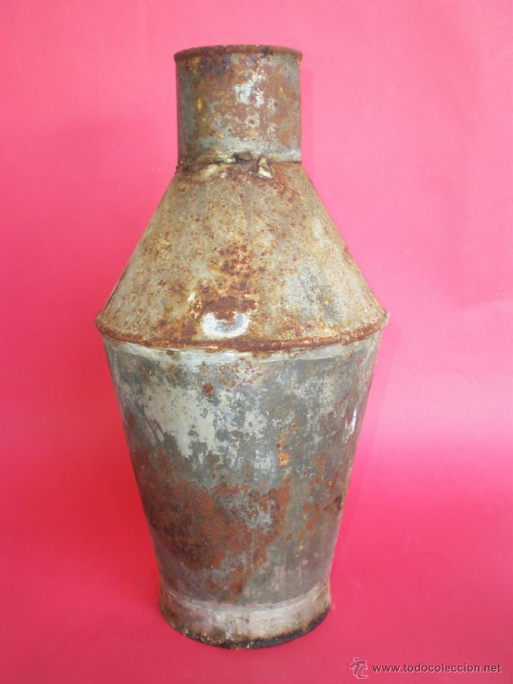 Antigüedades: ANTIGUA VASIJA-CÁNTARO DE HOJALATA PARA ALMACENAR ACEITE, ALTURA 31 CM. - Foto 2 - 41454037