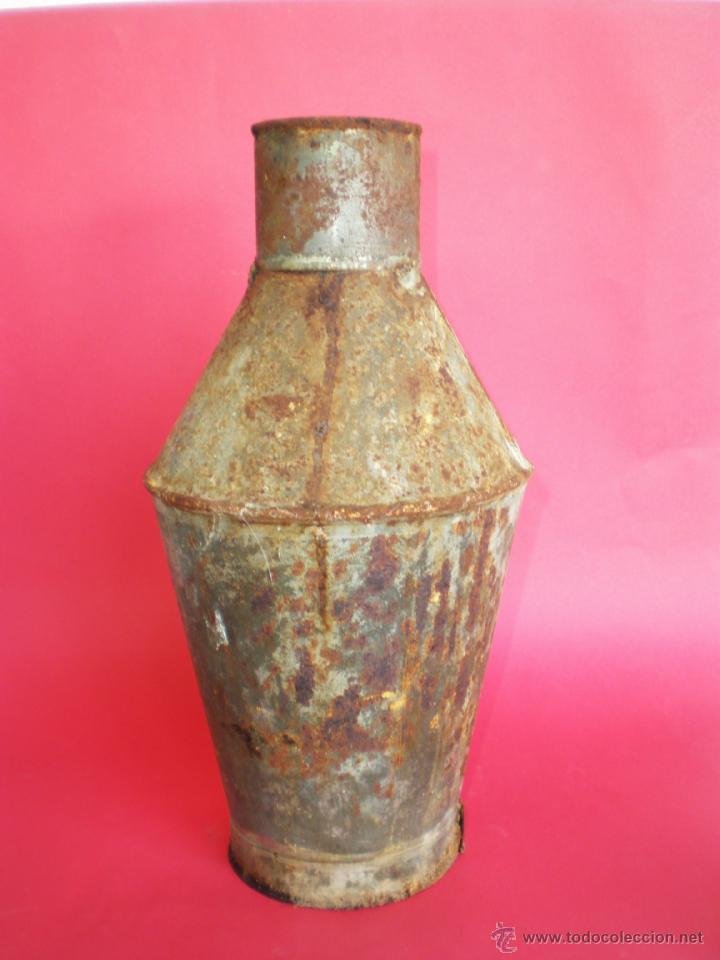 Antigüedades: ANTIGUA VASIJA-CÁNTARO DE HOJALATA PARA ALMACENAR ACEITE, ALTURA 31 CM. - Foto 3 - 41454037