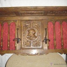 Antigüedades: PERCHERO DE ENTRADA. CIRCA 1900. MADERA NOGAL O ROBLE. HIERRO FORJADO. TALLADO A MANO.. Lote 41454170