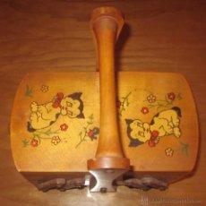 Antigüedades: COSTURERO CON GATITOS,AÑOS 50. Lote 41485172