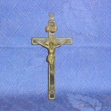Antigüedades: ANTIGUA CRUZ CON CRISTO SIGLO XIX, EN BRONCE Y MADERA, MED. 5X11 CM.. Lote 41499073