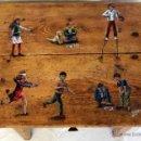 Antigüedades: ANTIGUA MESA MESILLA,TOCINERA PINTADA CON NIÑOS JUGANDO A LOS ZANCOS, CARTAS, CANICAS... , PRECIOSA.. Lote 41519072