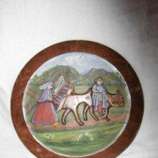 Antigüedades: ANTIGUO PLATO DE MADERA TALLADA Y PINTADA AL OLEO ESCENA VASCA. Lote 41525089