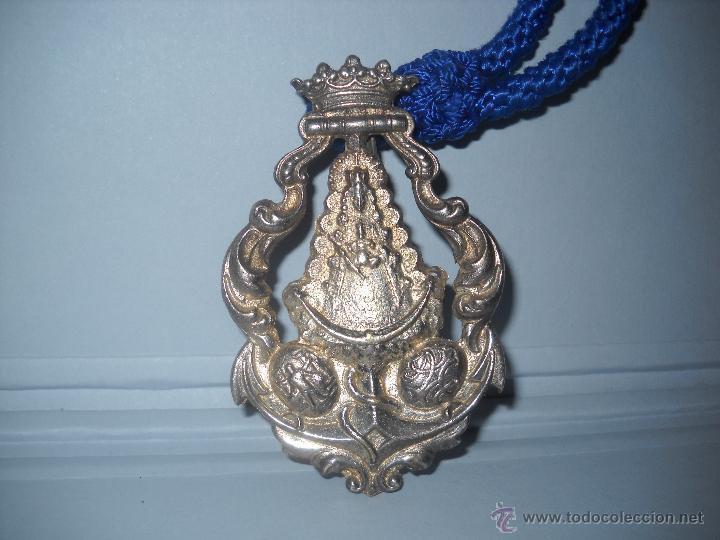 MEDALLA GRANDE DE PLATA DE LA HERMANDAD DE CADIZ,ANTIGUA Y MUY BONITA. (Antigüedades - Religiosas - Medallas Antiguas)