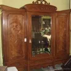 Antigüedades: ARMARIO MODERNISTA ANTIGUO DE CEREZO. Lote 41566902