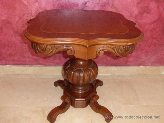 Mesa auxiliar de madera tallada con el sobre de comprar - Mesas auxiliares antiguas ...