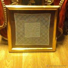 Antigüedades: PAÑUELO HECHO A BOLILLOS ENMARCADO. Lote 41583538