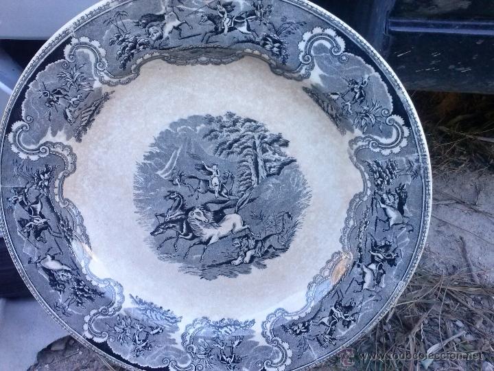 ANTIGUA FUENTE O PLATO DE CARTAGENA, ESCENA DEL LEON, SELLO INCISO Y TINTA. (Antigüedades - Porcelanas y Cerámicas - Cartagena)
