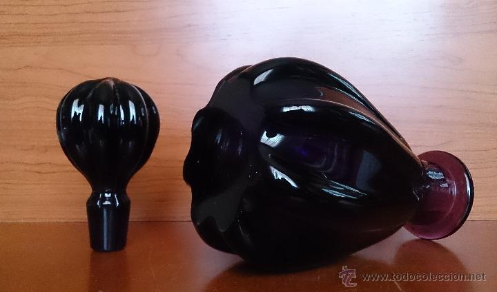 Antigüedades: Antigua botella para licor en cristal de murano morado, hecho de forma artesanal, es una belleza. - Foto 3 - 41595921