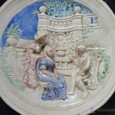 Antigüedades: ORIGINAL PLATO DE ESCAYOLA EN ALTO RELIEVE COSTUMBRISTA POLICROMADO Y VIDRIADO, MEDIADOS SIGLO XX. Lote 41601943