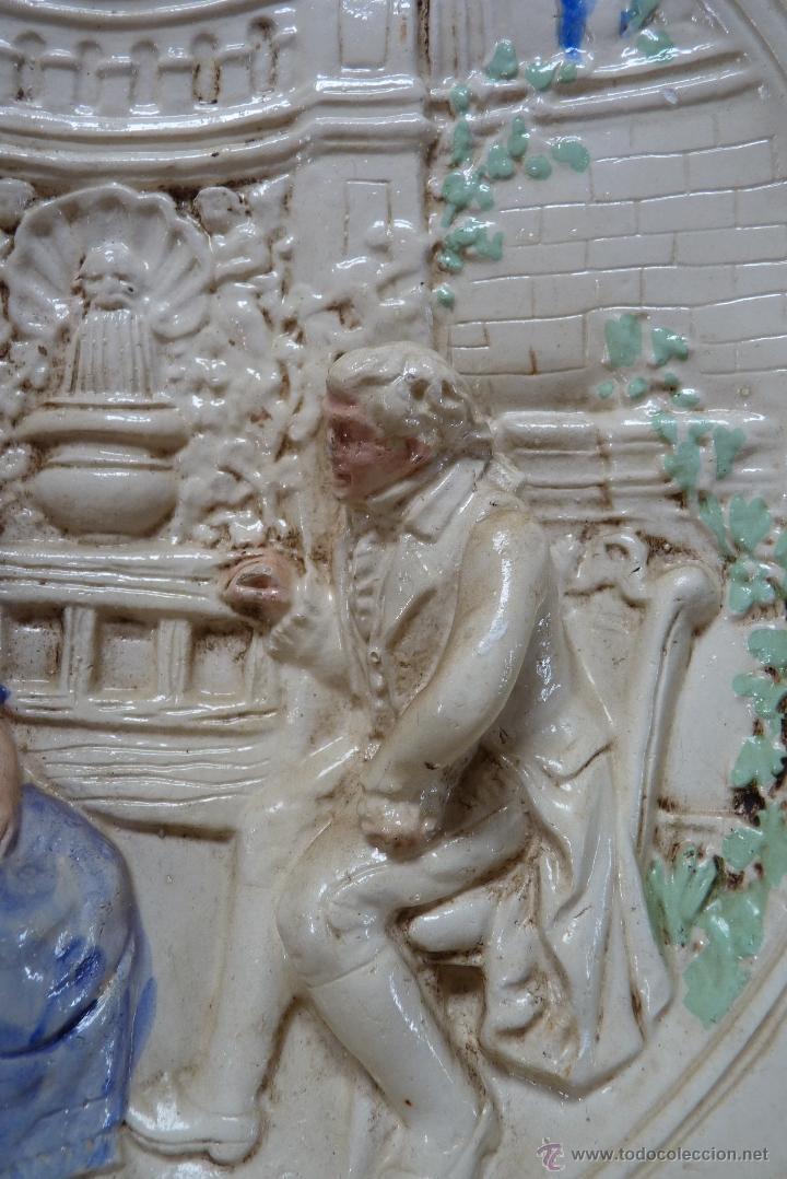 Antigüedades: ORIGINAL PLATO DE ESCAYOLA EN ALTO RELIEVE COSTUMBRISTA POLICROMADO Y VIDRIADO, MEDIADOS SIGLO XX - Foto 4 - 41601943