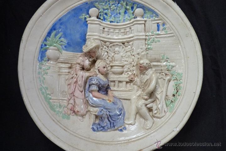 Antigüedades: ORIGINAL PLATO DE ESCAYOLA EN ALTO RELIEVE COSTUMBRISTA POLICROMADO Y VIDRIADO, MEDIADOS SIGLO XX - Foto 10 - 41601943