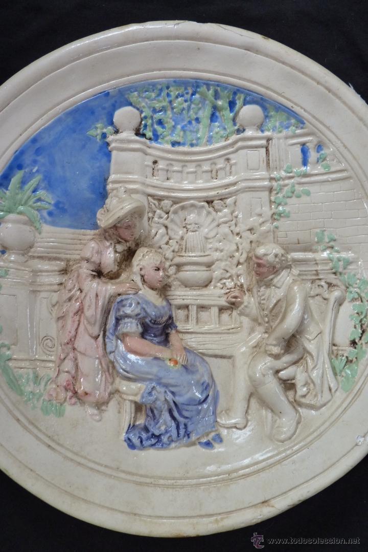 Antigüedades: ORIGINAL PLATO DE ESCAYOLA EN ALTO RELIEVE COSTUMBRISTA POLICROMADO Y VIDRIADO, MEDIADOS SIGLO XX - Foto 12 - 41601943