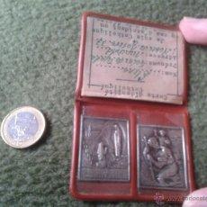 Antigüedades: INTERESANTE ANTIGUA CARTA DE IDENTIDAD CATOLICA 1952 ESCRITA EN FRANCES CON 2 CHAPAS UNA DE LOURDES. Lote 41603724
