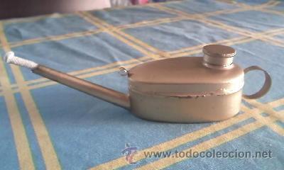 Antigüedades: Antiguo candil de aceite con mecha.Formato lampara de aladino, pintado en dorado. Tapón de bronce - Foto 2 - 41606603