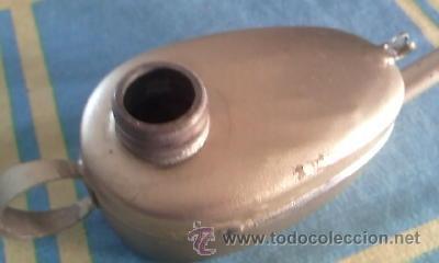 Antigüedades: Antiguo candil de aceite con mecha.Formato lampara de aladino, pintado en dorado. Tapón de bronce - Foto 3 - 41606603