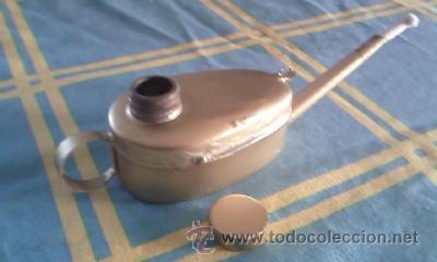 Antigüedades: Antiguo candil de aceite con mecha.Formato lampara de aladino, pintado en dorado. Tapón de bronce - Foto 4 - 41606603