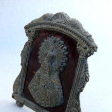 Antigüedades: BONITO CUADRO METAL COLOR PLATA CON VIRGEN MUY ANTIGUO . Lote 41609917