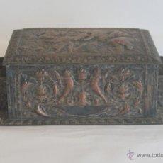 Antigüedades: CAJA ANTIGUA DE MADERA FORRADA EN METAL. Lote 41633450