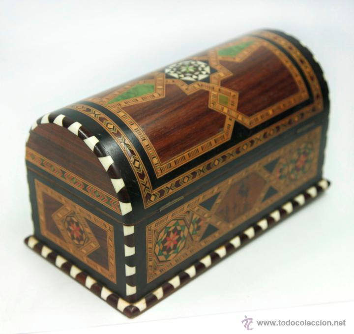Antigüedades: cofre joyero de taracea granadino, 1920s. 23 cm de largo x 13 de alto, en buen estado - Foto 2 - 219145253