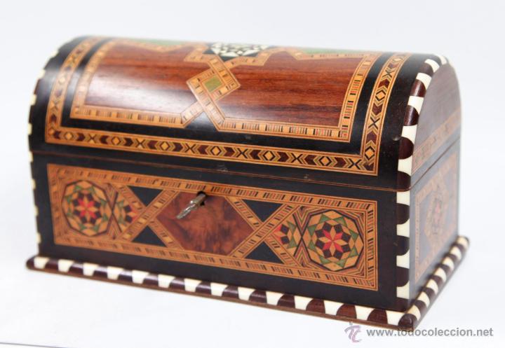 Antigüedades: cofre joyero de taracea granadino, 1920s. 23 cm de largo x 13 de alto, en buen estado - Foto 3 - 219145253
