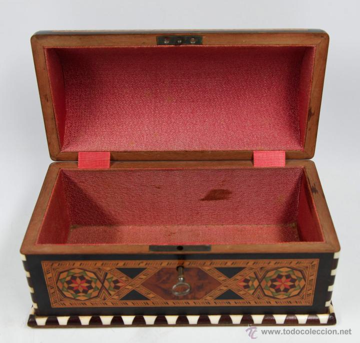 Antigüedades: cofre joyero de taracea granadino, 1920s. 23 cm de largo x 13 de alto, en buen estado - Foto 4 - 219145253