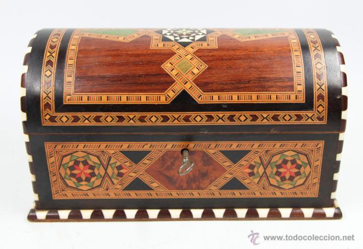 Antigüedades: cofre joyero de taracea granadino, 1920s. 23 cm de largo x 13 de alto, en buen estado - Foto 5 - 219145253