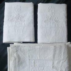 Antigüedades: ANTIGUO JUEGO DE SABANA Y FUNDAS DE ALMOHADA EN HILO CON BORDADOS.. Lote 41655727