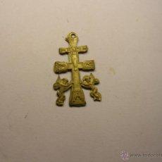 Antigüedades: CRUZ PECTORAL DE CARAVACA, DE LATÓN.. Lote 41660089