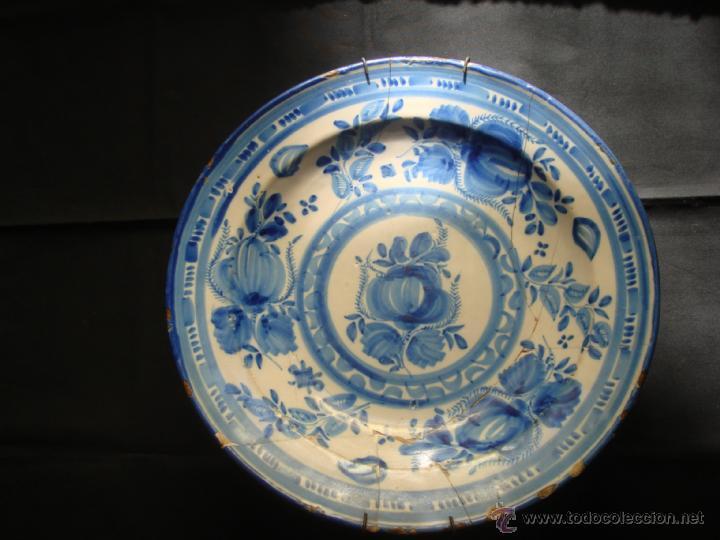 ANTIGUO PLATO HONDO DE CERAMICA DE MANISES. SERIE AZUL. DIBUJO FLORAL. S.XVIII - S.XIX. FIRMADO (Antigüedades - Porcelanas y Cerámicas - Talavera)