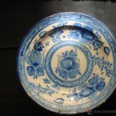 Antigüedades: ANTIGUO PLATO HONDO DE CERAMICA DE MANISES. SERIE AZUL. DIBUJO FLORAL. S.XVIII - S.XIX. FIRMADO. Lote 41665607