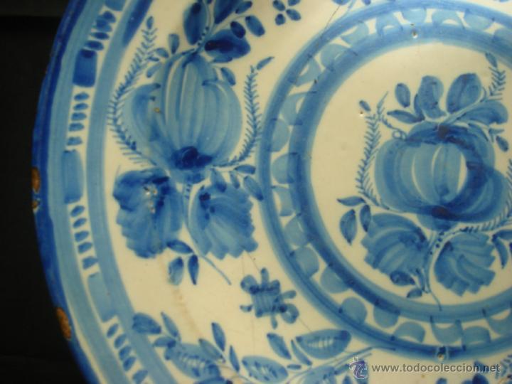 Antigüedades: ANTIGUO PLATO HONDO DE CERAMICA DE MANISES. SERIE AZUL. DIBUJO FLORAL. S.XVIII - S.XIX. FIRMADO - Foto 4 - 41665607