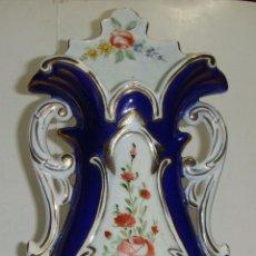 Antigüedades: JARRÓN ANTIGUO DE PORCELANA. S.XIX. PINTADO A MANO.. Lote 41706388