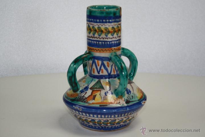ANTIGUO JARRÓN DE CUATRO ASAS, TRIANA, SEVILLA. CASA GONZÁLEZ. SELLO EN BASE. 19 CMS. DE ALTURA. (Antigüedades - Porcelanas y Cerámicas - Triana)