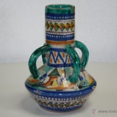 Antigüedades: ANTIGUO JARRÓN DE CUATRO ASAS, TRIANA, SEVILLA. CASA GONZÁLEZ. SELLO EN BASE. 19 CMS. DE ALTURA.. Lote 41717328