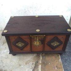 Antigüedades: ARCA DE MADERA CON BRONCE. Lote 41741609