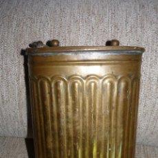 Antigüedades: UTENSILIO CANTIMPLORA RECIPIENTE EN BRONCE FRANCESA, MUY ANTIGUA. Lote 41748810